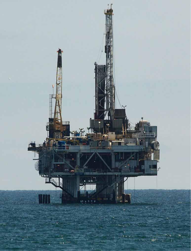 Los gobiernos financian la destrucción del clima - Plataforma petrolifera. Foto Pixabay